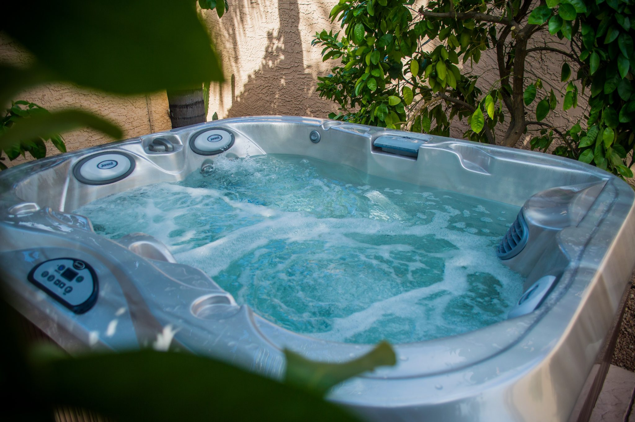 Outdoor-Jacuzzi-Hot-Tub