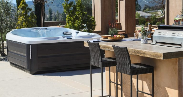 jacuzzi-hot-tub-outdoor-kitchen
